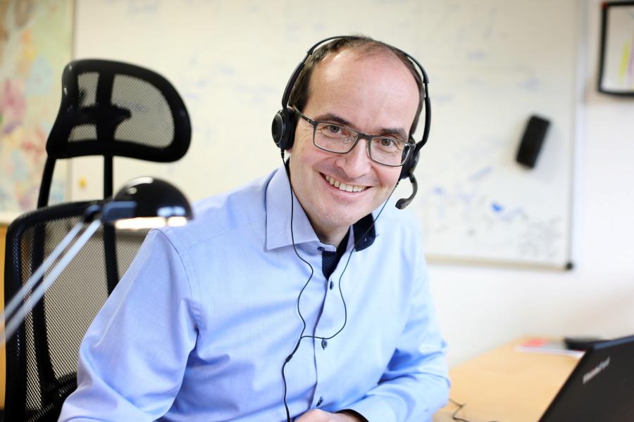 Hybrides Arbeiten - BusinessCode CTO Martin Bernemann arbeitet die neuen Mitarbeiter digital in laufende Projekte ein